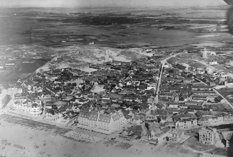 Luchtfoto van oude Zeedorp