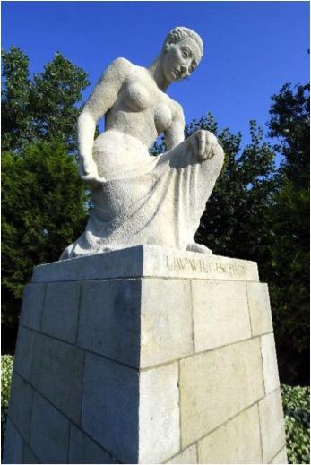 Corinne Franzèn-Heslenfeld (1903-1989) - Monument voor de gevallenen